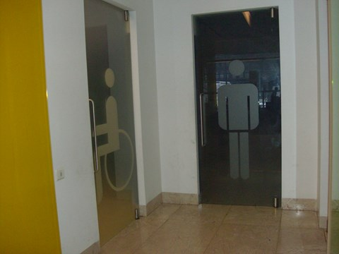 Photograph of the accessible bathroom entrance in the Citizens' Support Office of Porto City Council