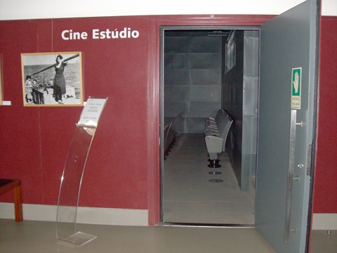 Photograph of the place reserved for people in wheelchairs in the Cine room of Campo Alegre Theatre