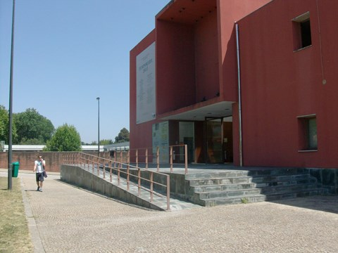 Photograph of the main entrance with ramp of Campo Alegre Theatre